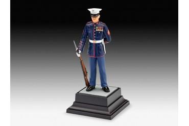 Plastic ModelKit figurka 02804 - US Marine  (1:16)