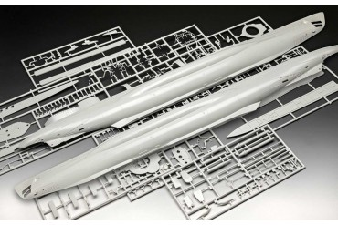Plastic ModelKit ponorka Limited Edition 05163 - German Submarine Type VII C/41 (Platinum Edition) (1:72)
