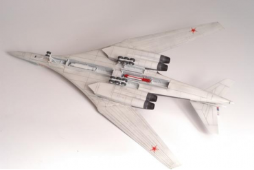 Model Kit letadlo 7002 - Tupolev TU-160 Russian Strategic Bomber (1:144)